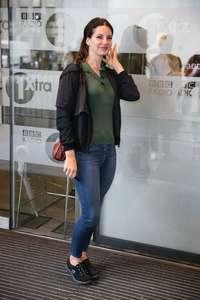 Lana-Del-Rey-at-BBC-Radio-1-Studios--11.jpg