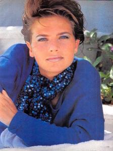 Piel_Vogue_US_June_1982_02.thumb.jpg.8820bdd8de325dd5d7444391f0521c20.jpg