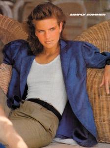 Piel_Vogue_US_June_1982_04.thumb.jpg.c77739404a6ddc8326835d7ff00a7e83.jpg