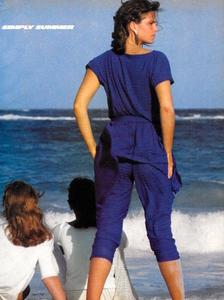 Piel_Vogue_US_June_1982_08.thumb.jpg.d4acb6eea611c29be440dff7be35e2f9.jpg