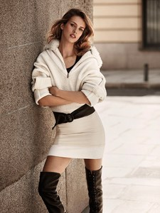 Telva-Magazine-Julia-Frauche-Jonathan-Segade-8.thumb.jpg.267423dc8dc85ae0b232a4d7b50497c7.jpg