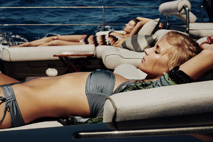 fiona-rubie-fashion-boat-international-moonbird-3.thumb.jpg.340f0205fe85f17b477c49a4ca37f0b6.jpg