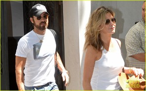 jennifer-aniston-justin-theroux-out-in-nyc-02.jpg