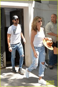 jennifer-aniston-justin-theroux-out-in-nyc-06.jpg