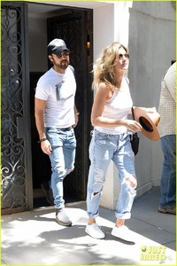 jennifer-aniston-justin-theroux-out-in-nyc-07.jpg