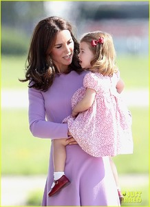 kate-middleton-prince-william-view-helicopters-george-charlotte-04.jpg