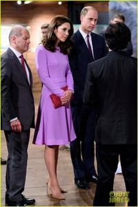 kate-middleton-prince-william-view-helicopters-george-charlotte-08.jpg