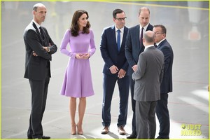 kate-middleton-prince-william-view-helicopters-george-charlotte-12.jpg