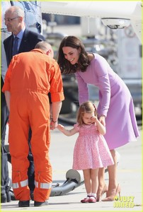 kate-middleton-prince-william-view-helicopters-george-charlotte-13.jpg