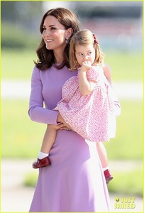 kate-middleton-prince-william-view-helicopters-george-charlotte-20.jpg