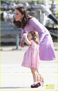kate-middleton-prince-william-view-helicopters-george-charlotte-24.jpg