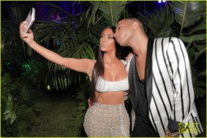 kim-kardashian-steps-out-in-style-to-celebrate-balmain-l-a-boutique-opening-02.jpg