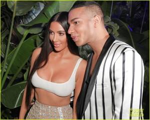 kim-kardashian-steps-out-in-style-to-celebrate-balmain-l-a-boutique-opening-06.jpg