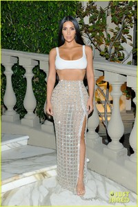 kim-kardashian-steps-out-in-style-to-celebrate-balmain-l-a-boutique-opening-15.jpg
