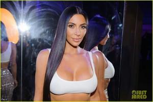 kim-kardashian-steps-out-in-style-to-celebrate-balmain-l-a-boutique-opening-29.jpg