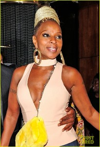 mary-j-blige-parties-with-kate-moss-in-london-02.jpg