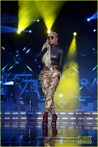 mary-j-blige-says-divorce-from-kendu-isaacs-has-been-hell-07.jpg