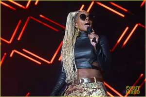 mary-j-blige-says-divorce-from-kendu-isaacs-has-been-hell-08.jpg