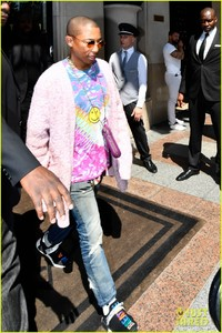pharrell-williams-and-wife-helen-lasichanh-step-out-during-paris-fashion-week-03.jpg