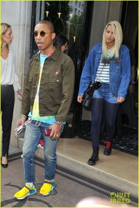 pharrell-williams-and-wife-helen-lasichanh-step-out-during-paris-fashion-week-04.jpg