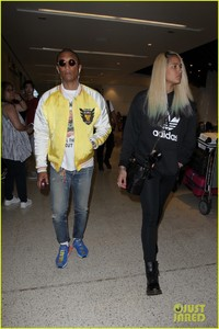 pharrell-williams-and-wife-helen-lasichanh-step-out-during-paris-fashion-week-06.jpg