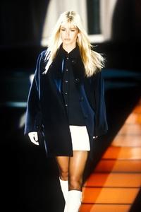 versace-fw-1995-2.thumb.jpg.ed0f775f1c691be5dbae5170328af0e3.jpg