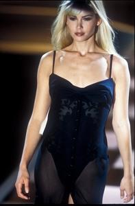 versace-ss-1996-10.thumb.jpg.f4e35421cebda0b160c717543a44b8de.jpg