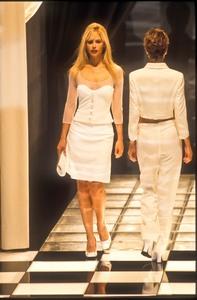 versace-ss-1996-3.thumb.jpg.5b5aaaae65134048e1aa6c405f660060.jpg