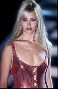 versace-ss-1996-8.thumb.jpg.f14c17aad1fbcbaa022862e9c82d78c1.jpg