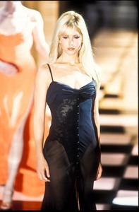 versace-ss-1996-9.thumb.jpg.ccd8f1a29815badc7f40da37461cc127.jpg