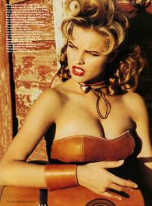 von_Unwerth_Vogue_UK_March_1992_02.thumb.jpg.f7cd5bc4c318432873433decfca1d902.jpg