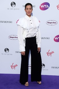 garbiñe-muguruza-wta-pre-wimbledon-party-in-london-06-29-2017-1.jpg