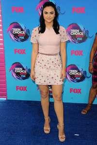 Camila-Mendes--2017-Teen-Choice-Awards--03.thumb.jpg.66d7e2146b93b70e32a8fc357f53dc07.jpg