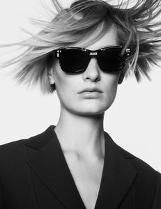 Sunniva-Vastervik_fotografada_por_Charlotte_Wales_Dior_Magazine_Primavera_2017_07.jpg