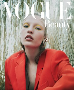 Vogue-Japan-October-2017-Agnes-Akerlund-by-Benjamin-Lennonx-1.thumb.jpg.6e445eb3e27cb61c4db16c1e5440cf24.jpg