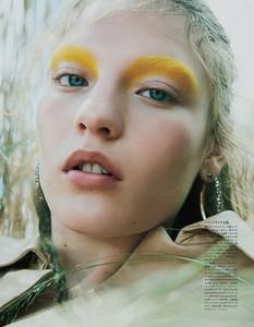 Vogue-Japan-October-2017-Agnes-Akerlund-by-Benjamin-Lennonx-3.thumb.jpg.e428314fdaaf78841c02310b7f679480.jpg