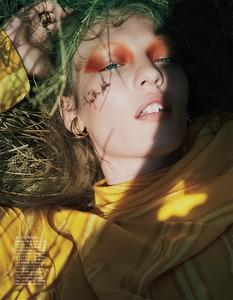 Vogue-Japan-October-2017-Agnes-Akerlund-by-Benjamin-Lennonx-4.thumb.jpg.f4df6e811bb3e364135662519a8ee35b.jpg
