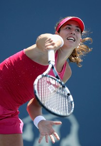 garbine-muguruza-bank-of-the-west-classic-in-stanford-ca-day-2_5.jpg