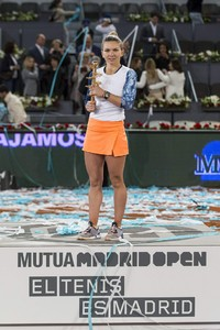 simona-halep-mutua-madrid-open-tennis-may-2017-12.jpg