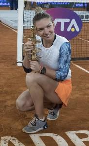 simona-halep-mutua-madrid-open-tennis-may-2017-24.jpg