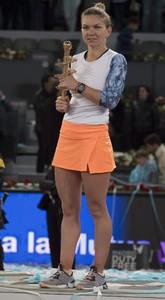 simona-halep-mutua-madrid-open-tennis-may-2017-28.jpg