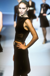 valentino-fw-1996-10.thumb.png.c44a4b101fe7fe747897dc4d5ad0db0f.png