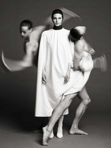 vogue-italia-september-2017-couture-supplement-vittoria-ceretti-by-luigi-iango-02.thumb.jpg.89ac4809af5095923eefbc1b58ac7e61.jpg