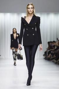 Versace-RTW-SS18-Milan-2455-1506106135-bigthumb.thumb.jpg.8e5fdd99cd61cf27e2b0772855010149.jpg