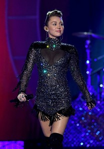 miley-cyrus-performance-at-iheartradio-music-festival-in-las-vegas-september-23-2017.thumb.jpg.e03c1f39de6dad29309abca719169c2a.jpg