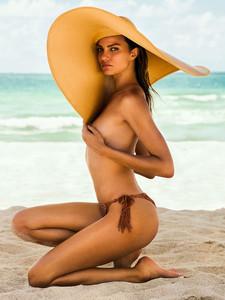 Barbara-Fialho-by-Danny-Cardozo-for-GQ-Brasil-14.jpg
