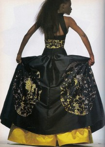 Penn_Vogue_US_April_1988_13.thumb.jpg.140bfae53c8f1a97ed9d21afbb159a22.jpg