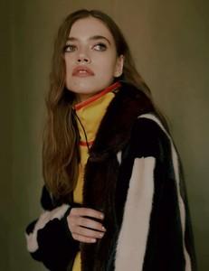 Vogue-Russia-Masha-Skokova-Fanny-Latour-Lambert-3.thumb.jpg.88f7581d2a9c7abf7859032ab3b602c5.jpg