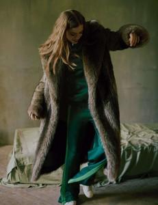 Vogue-Russia-Masha-Skokova-Fanny-Latour-Lambert-4.thumb.jpg.fca0f0f90264c7bf43f0fd88e1564b9f.jpg