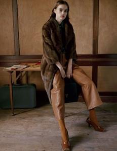 Vogue-Russia-Masha-Skokova-Fanny-Latour-Lambert-6.thumb.jpg.58d84af6ccf9c6bc8067d355101621e3.jpg